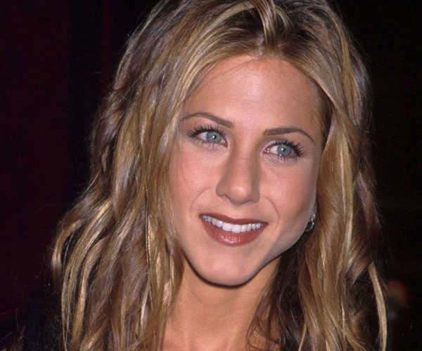 curly hair 35 Super Sexy Jennifer Aniston Hairstyles