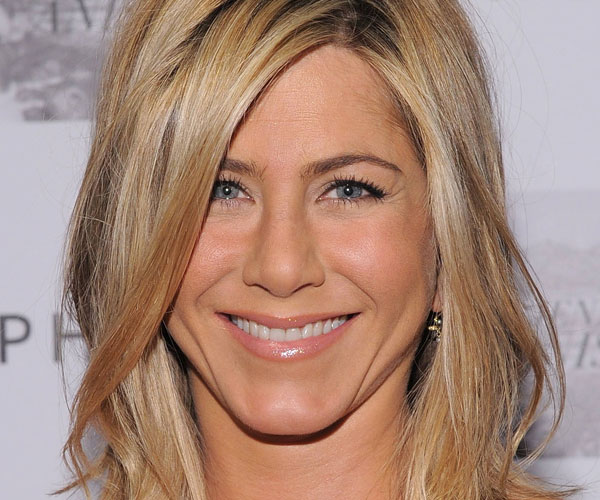 long bob wavy 35 Super Sexy Jennifer Aniston Hairstyles