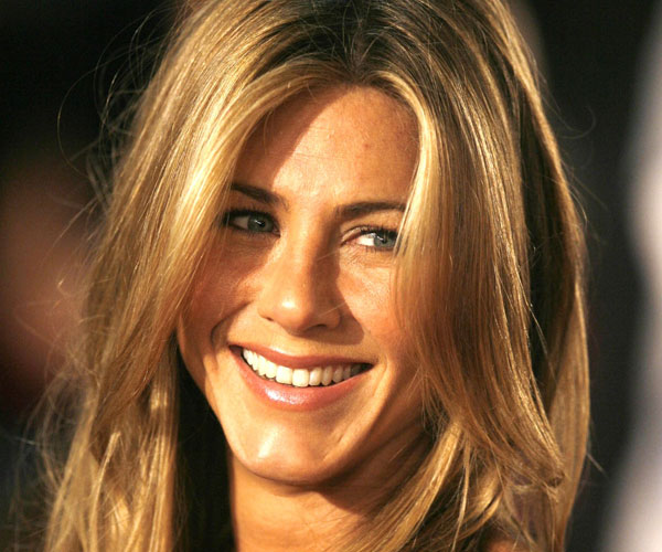 long wavy hair 35 Super Sexy Jennifer Aniston Hairstyles