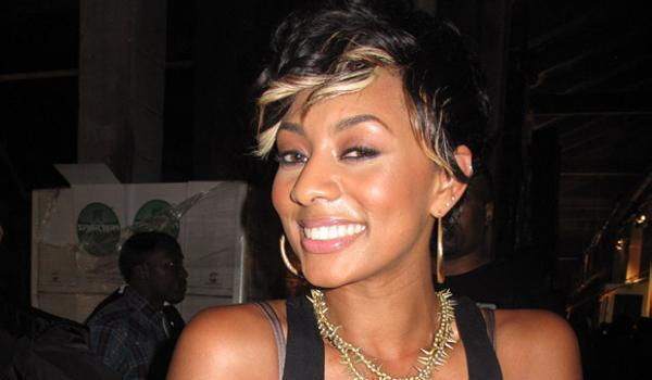 cute girl posing 40 Keri Hilson Hairstyles Which Are Super Sexy