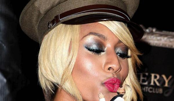 keri hilson kiss 40 Keri Hilson Hairstyles Which Are Super Sexy