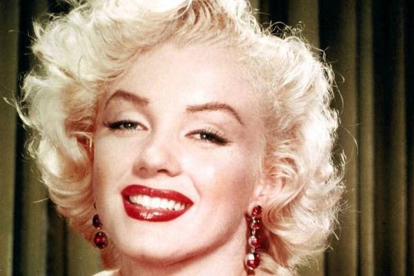 beneath the makeup 50 Extraordinary Marilyn Monroe Pictures