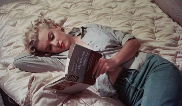 marilyn monroe reading 50 Extraordinary Marilyn Monroe Pictures