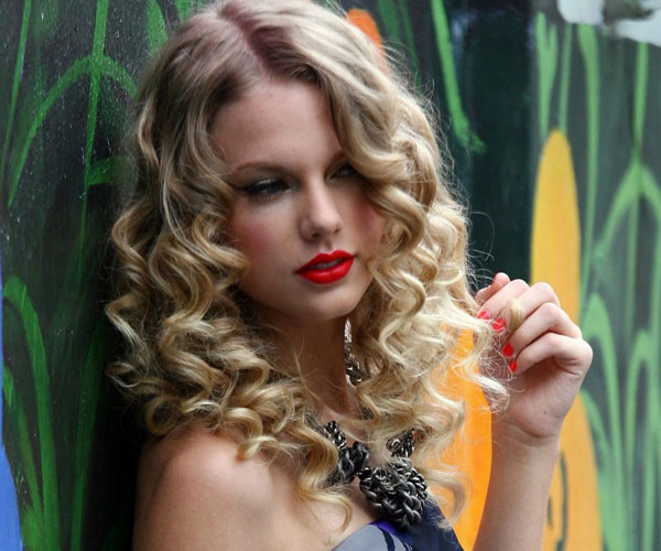Terrific 35 Spectacular Medium Curly Hairstyles Slodive Hairstyle Inspiration Daily Dogsangcom