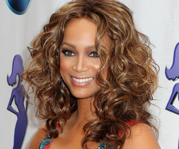 tyra banks 35 Spectacular Medium Curly Hairstyles