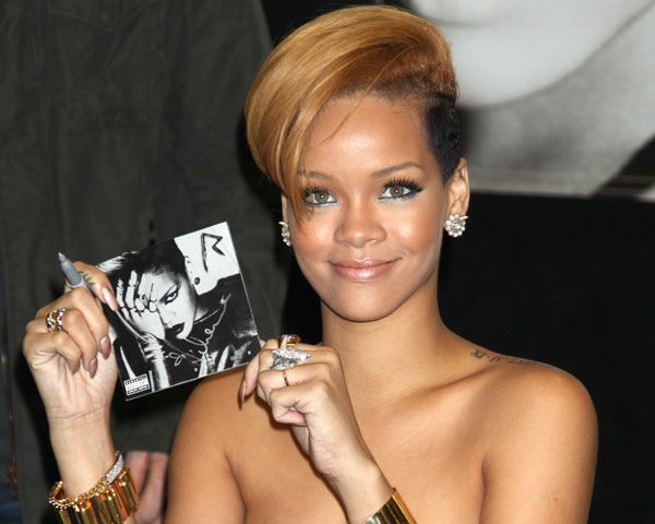 razor blonde hairstyle 60 Rihanna Hairstyles Which Look Extraordinary