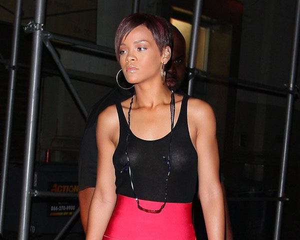rihanna angled bob 60 Rihanna Hairstyles Which Look Extraordinary
