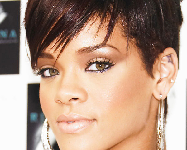 Rihannas Hair Styles: 60 Rihanna Hairstyles Which Look Extraordinary