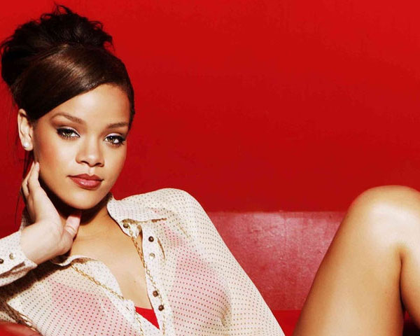 rihanna upstyle hair 60 Rihanna Hairstyles Which Look Extraordinary