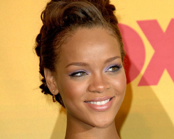 rihanna upstyle 60 Rihanna Hairstyles Which Look Extraordinary
