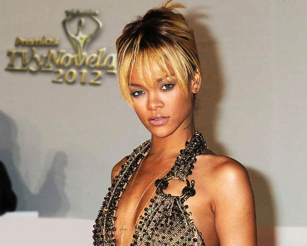 singer rihanna 60 Rihanna Hairstyles Which Look Extraordinary
