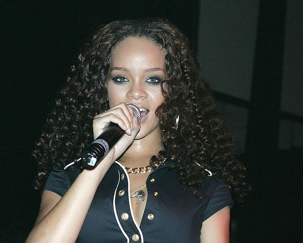 sweaty rihanna 60 Rihanna Hairstyles Which Look Extraordinary
