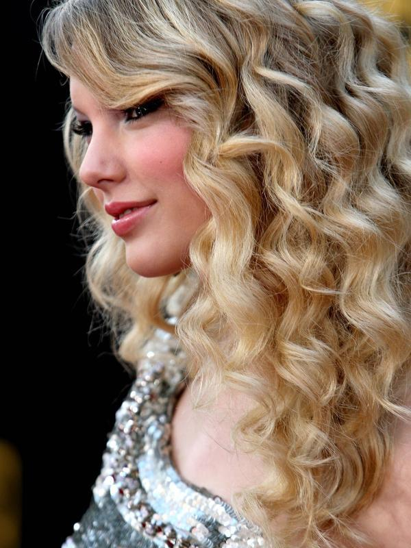 Super 30 Phenomenal Taylor Swift Hairstyles Slodive Hairstyles For Women Draintrainus