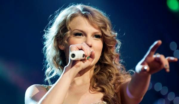 concert pictures 30 Phenomenal Taylor Swift Hairstyles