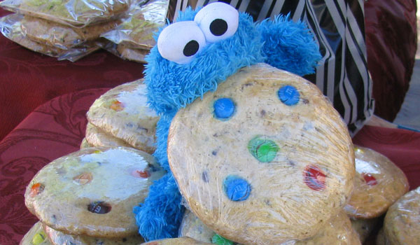 cookie monster and cookies 25 Cool Cookie Monster Pictures