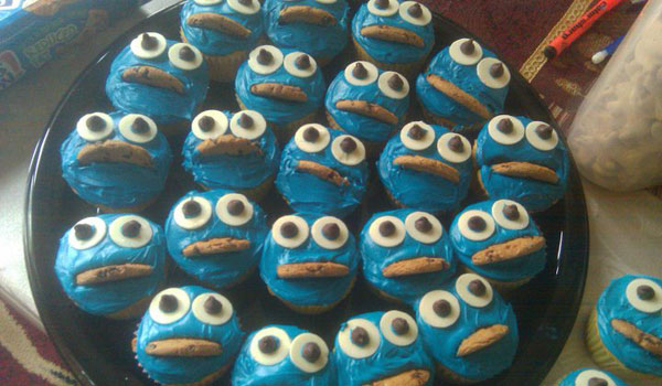cookie monster tuns into cupcakes 25 Cool Cookie Monster Pictures