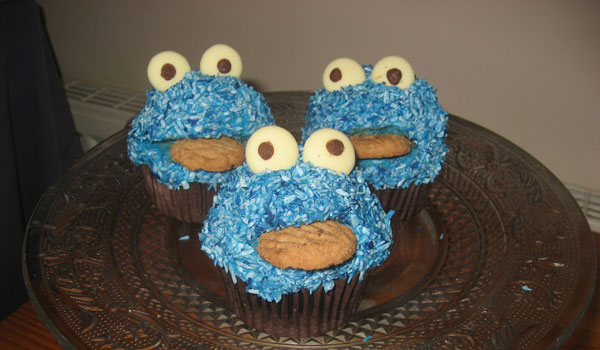some cookie monster cupcakes 25 Cool Cookie Monster Pictures