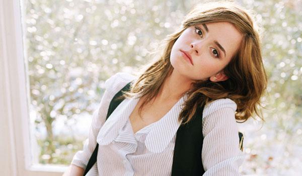 Emma Watson Pose