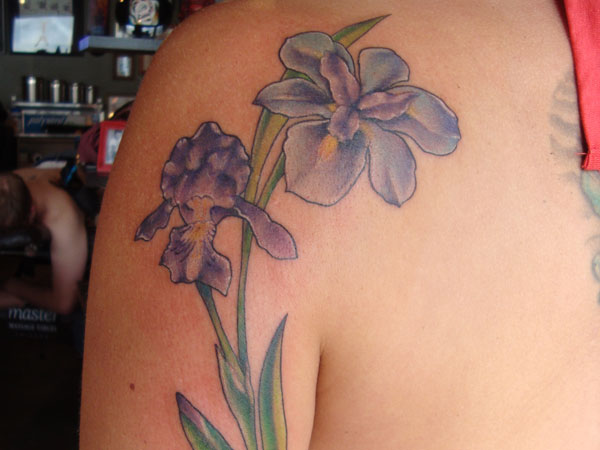 heart stacie 30 Artistic Hawaiian Flower Tattoos