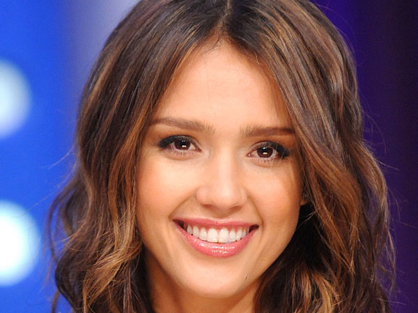 alba medium hairstyle 30 Jessica Alba Hairstyles Which Are Hot