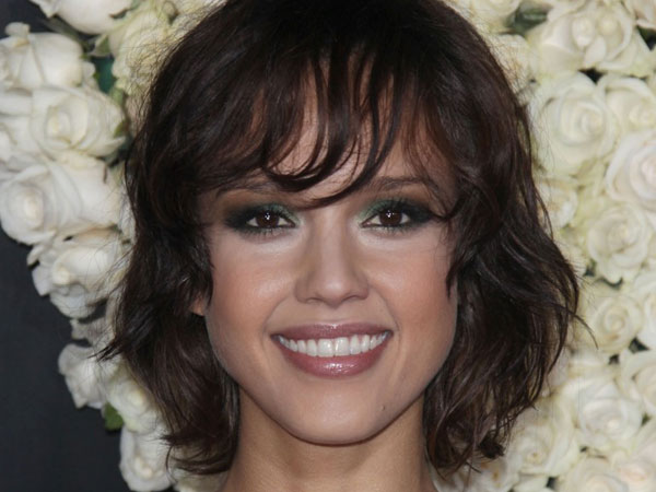 alba messy hairstyle 30 Jessica Alba Hairstyles Which Are Hot