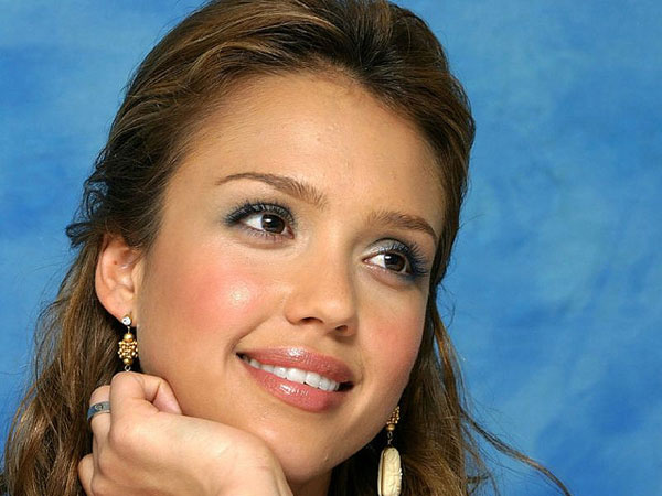 another alba closeup 30 Jessica Alba Hairstyles Which Are Hot