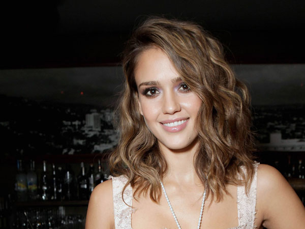 pretty medum hair 30 Jessica Alba Hairstyles Which Are Hot