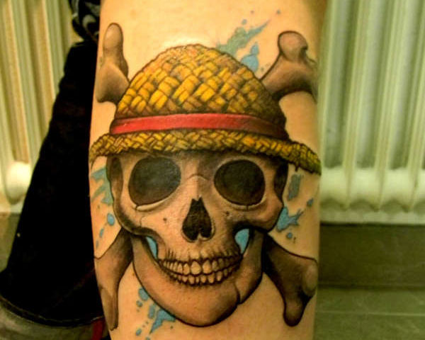 strawhat pirate skull 30 Mind Blowing Pirate Tattoos