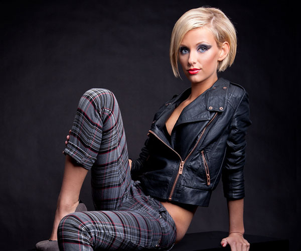 blonde and leather jacket 30 Astounding Short Blonde Hairstyles
