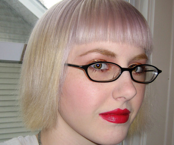 franken glasses 30 Astounding Short Blonde Hairstyles