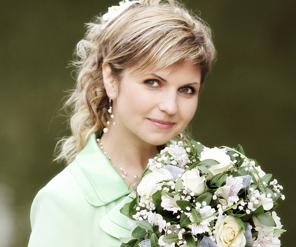 beautiful woman 25 Phenomenal Wedding Hairstyles Down