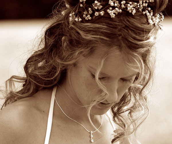 bride in summer 25 Phenomenal Wedding Hairstyles Down