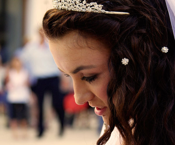 the pretty bride 25 Phenomenal Wedding Hairstyles Down