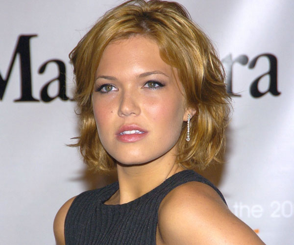 shiny hair 30 Sexy Mandy Moore Hairstyles