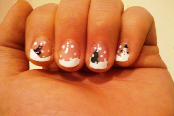 Snowfall On My Nails
