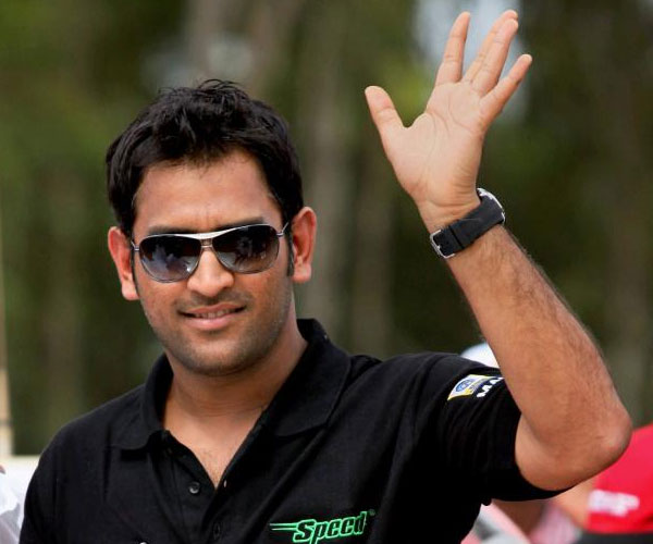 Dhoni Waves