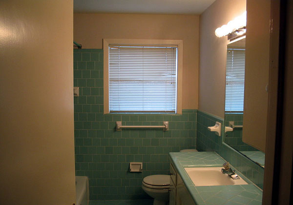 blue bathroom view 30 Mind Blowing Small Bathroom Makeovers
