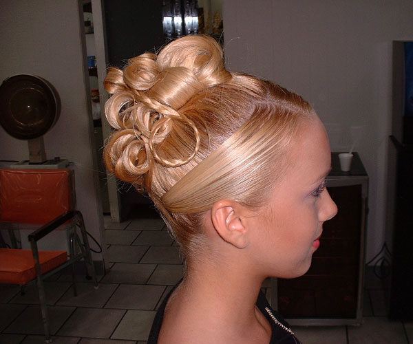 Phenomenal 30 Magnificent Updo Hairstyles For Long Hair Slodive Short Hairstyles Gunalazisus