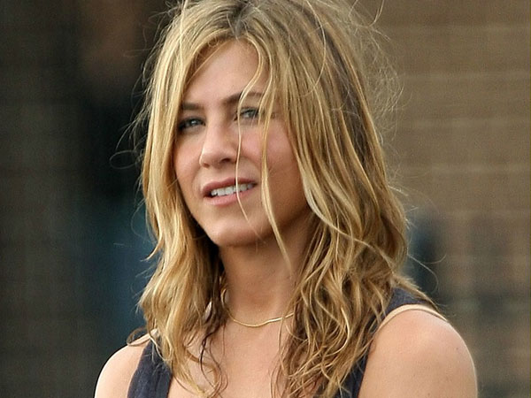 biking bounty hunter 40 Exciting Jennifer Aniston Pictures