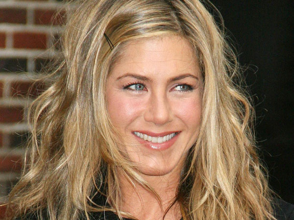 black dress 40 Exciting Jennifer Aniston Pictures