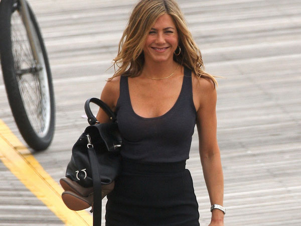 jennifer aniston feet 40 Exciting Jennifer Aniston Pictures