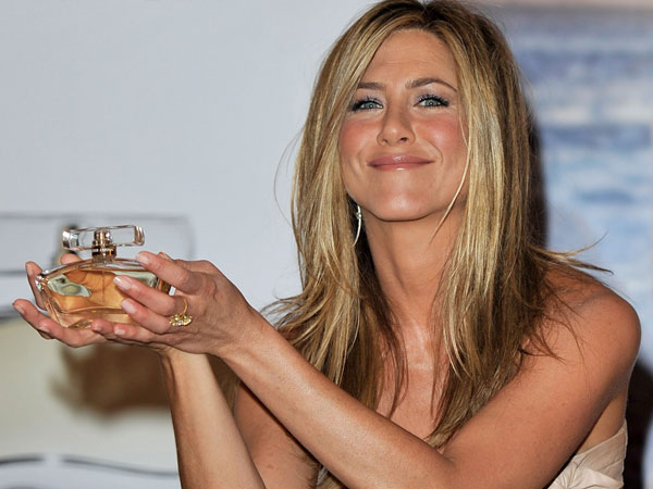 jennifer aniston lolavie 40 Exciting Jennifer Aniston Pictures