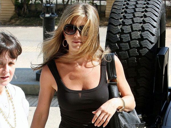 shopping 40 Exciting Jennifer Aniston Pictures