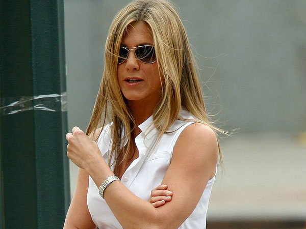 the bounty 40 Exciting Jennifer Aniston Pictures