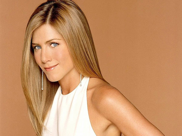 white dress 40 Exciting Jennifer Aniston Pictures