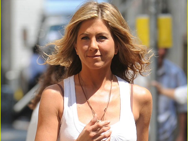 white out 40 Exciting Jennifer Aniston Pictures