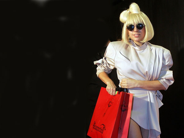 Gaga On Shopping Tour