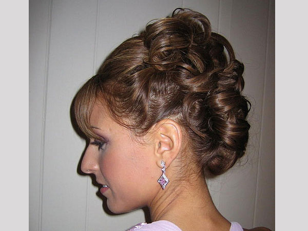 Hairstyles Putting Up Long Hair - Easy Messy Bun Girl Loves Glam ...