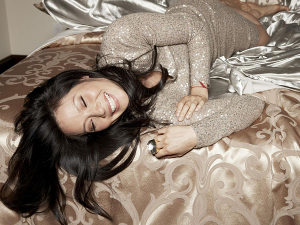 lucy liu on bed 30 Groovy Lucy Liu Pictures
