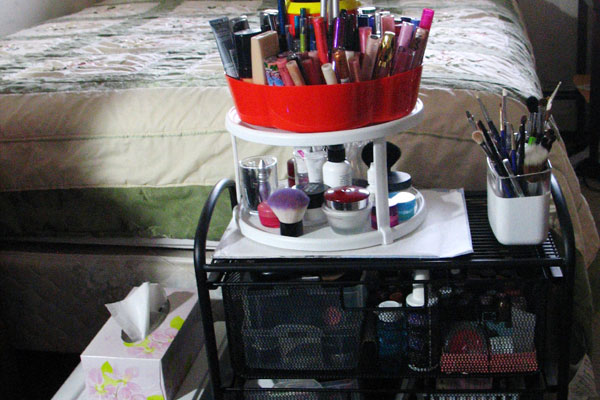 Round Makeup Stand